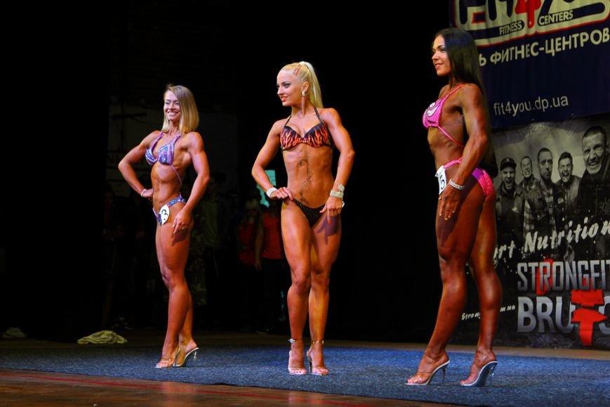 Горы мышц и красавицы в бикини: в Днепре прошел кубок по бодибилдингу и фитнесу (ФОТО, ВИДЕО), фото-10