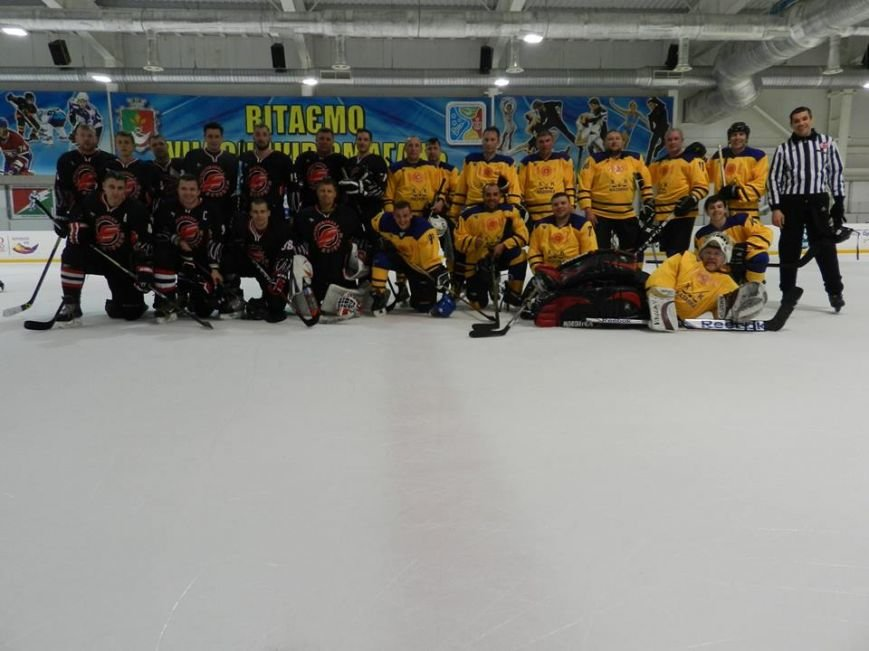 Заключительная игра Первого Криворожского турнира по хоккею среди любителей завершилась яркой победой