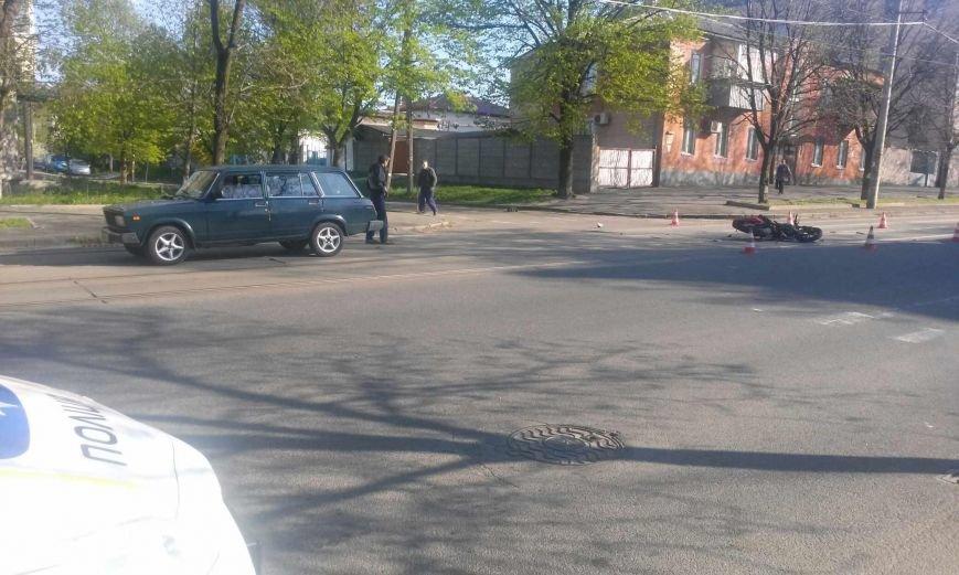 ДТП на перекрестке Грушевского и Петлюры: столкнулись ВАЗ и «ВЕНОМ» (фото) - фото 1