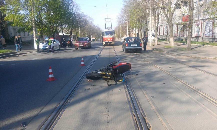 ДТП на перекрестке Грушевского и Петлюры: столкнулись ВАЗ и «ВЕНОМ» (фото) - фото 2