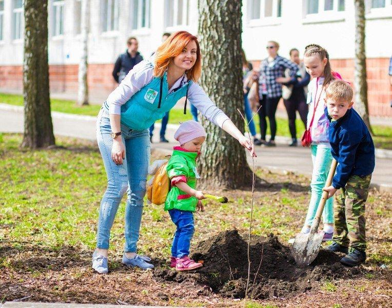 Студенти й викладачі СНАУ долучилися до Всесвітньої ініціативи «Дерева миру» («Trees of Peace») (фото) - фото 1