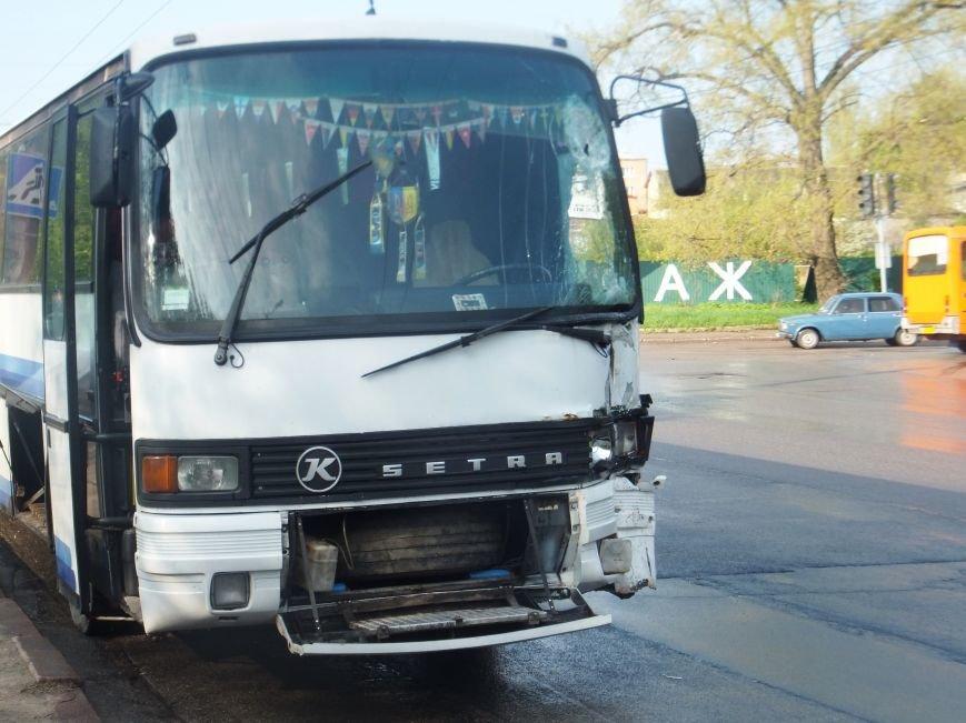 В Кировограде в ДТП попал рейсовый автобус, врезавшись в электроопору. ФОТО (фото) - фото 1
