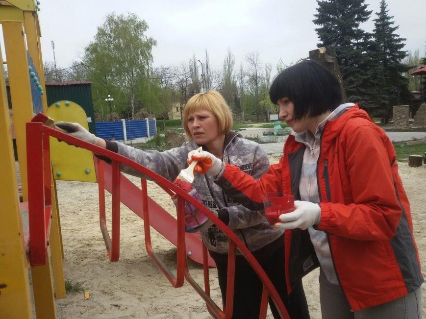 Переселенцы Белицкого благоустраивали городской парк (фото) - фото 1
