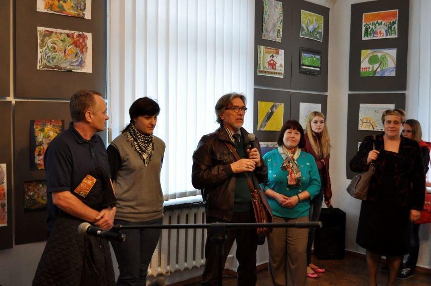 «Мистецтво жити» – виставка робіт воїнів АТО у Черкасах (ФОТО), фото-1
