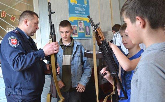 Острозьким школярам провели екскурсії у відділлі Поліції [ФОТО] (фото) - фото 1