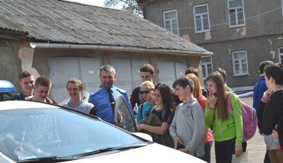 Острозьким школярам провели екскурсії у відділлі Поліції [ФОТО] (фото) - фото 2