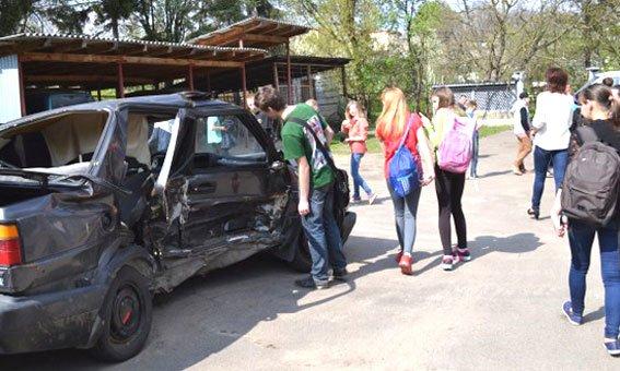 Острозьким школярам провели екскурсії у відділлі Поліції [ФОТО] (фото) - фото 3