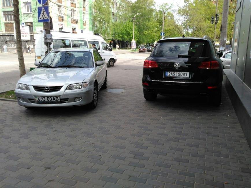 Я паркуюсь где хочу: как наглеют днепропетровские владельцы авто (ФОТОФАКТ) (фото) - фото 1