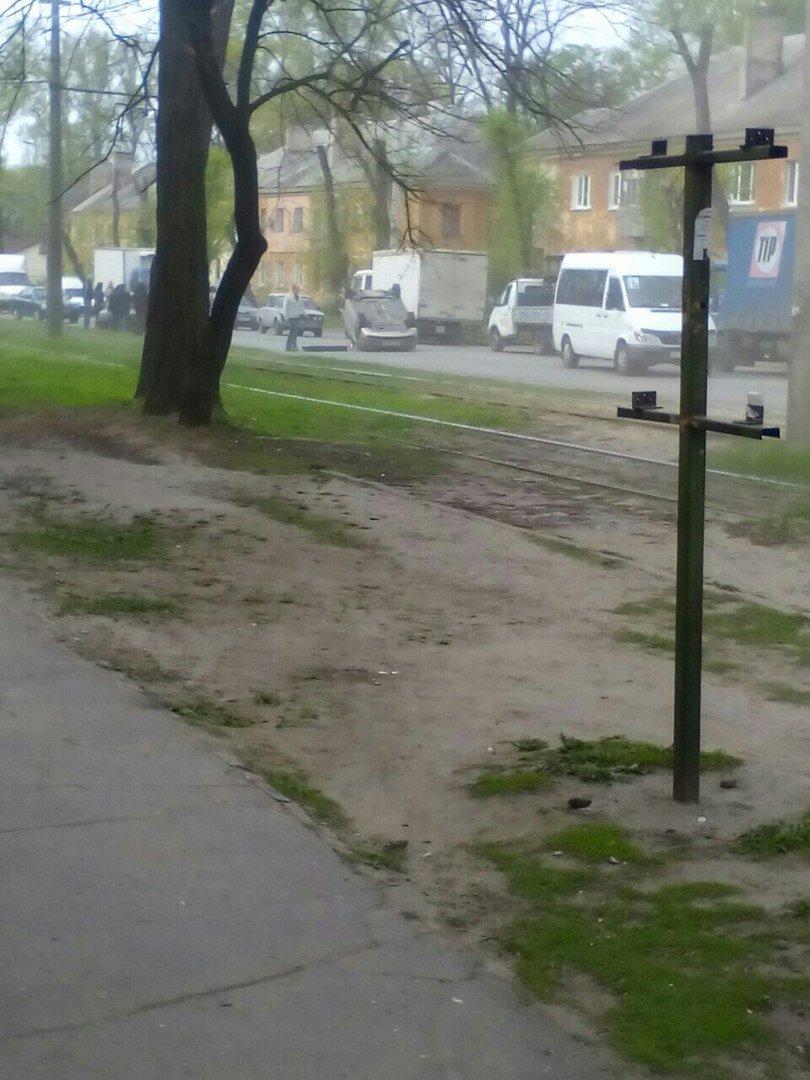 ДТП на ул. Макарова: перевернулось авто, а виновник аварии скрылся с места событий (ФОТО) (фото) - фото 1