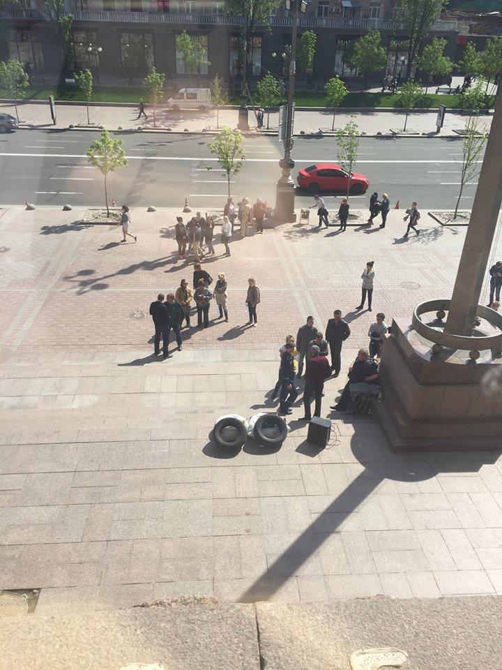 Активисты принесли покрышки под КГГА (ФОТО), фото-1