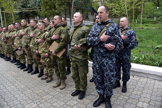 Бійці з Івано-Франківська у Маріуполі за місяць затримали 172 правопорушника (ФОТО) (фото) - фото 1