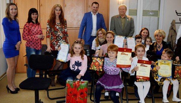 Телекомпания ИТ-3 наградила юных жителей Черноморска (фото) - фото 1