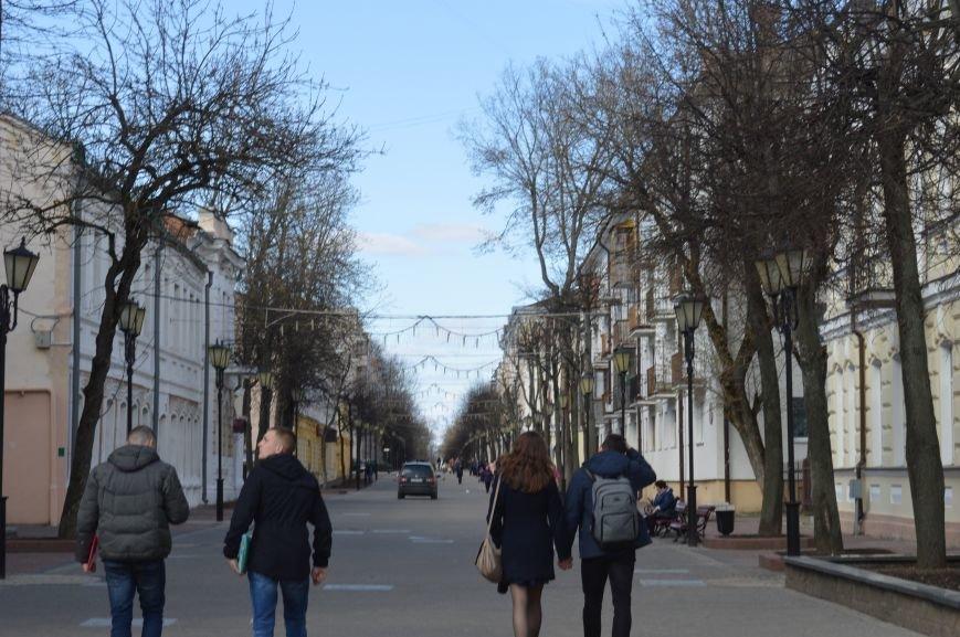 НЕромантические прогулки. По пешеходным улицам в Витебске регулярно ездят автомобили, водители вынимают столбики ограждения, фото-6