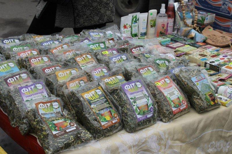 В СНАУ состоялась весенняя выставка-ярмарка (ФОТО) (фото) - фото 1