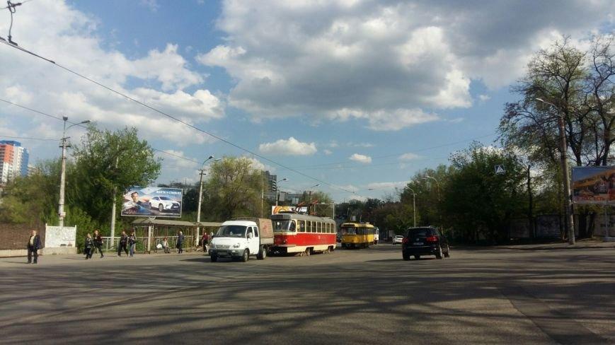 В Днепропетровске у трамвая 5-го маршрута во время движения упал пантограф (ФОТО), фото-1