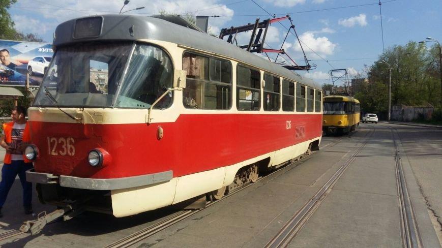 В Днепропетровске у трамвая 5-го маршрута во время движения упал пантограф (ФОТО), фото-4