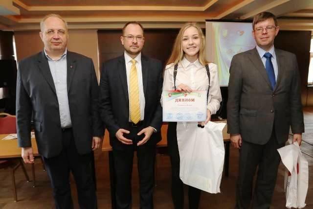 Учениці з Рівненщини стали призерами Всеукраїнського конкурсу есе «Я-європеєць» (фото) - фото 1