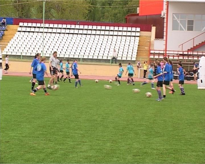 В Армавире состоялся мастер-класс для юных футболисток (фото) - фото 1