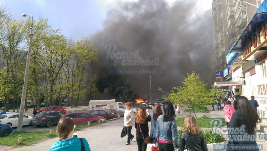 В Ростове на улице Зорге вспыхнул легковой автомобиль (фото) - фото 3