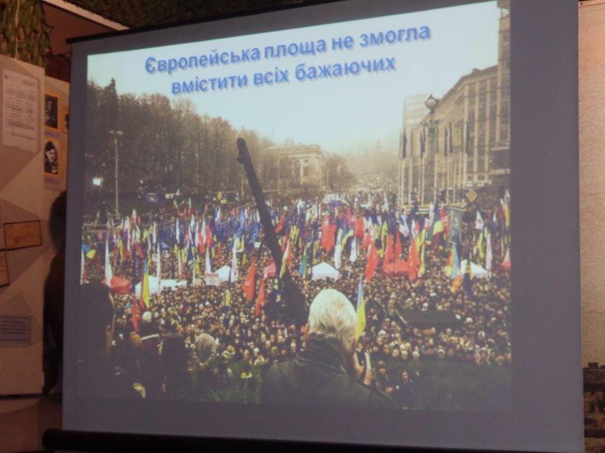 «…За Україну, за її волю, за честь, за славу, за народ» - в Красноармейском историческом музее по-новому взглянули на памятники (фото) - фото 3