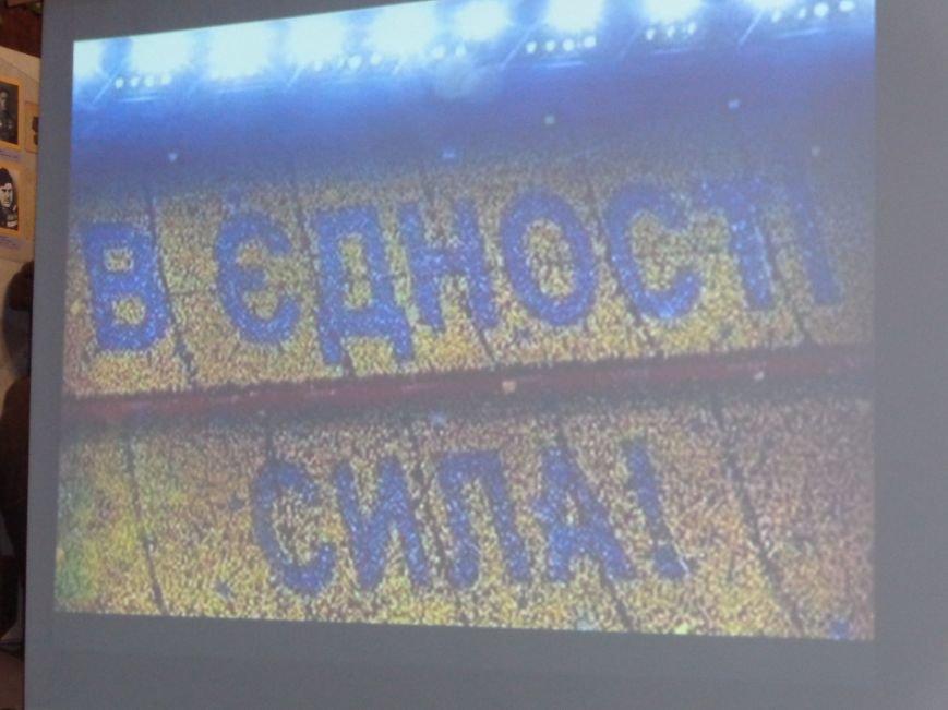 «…За Україну, за її волю, за честь, за славу, за народ» - в Красноармейском историческом музее по-новому взглянули на памятники (фото) - фото 7