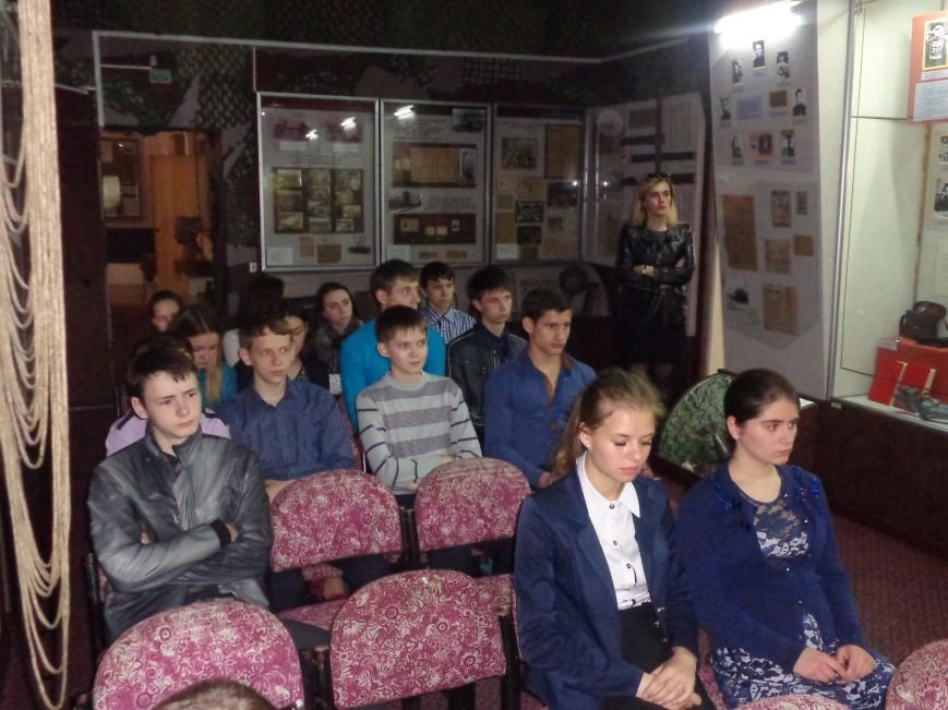 «…За Україну, за її волю, за честь, за славу, за народ» - в Красноармейском историческом музее по-новому взглянули на памятники (фото) - фото 6