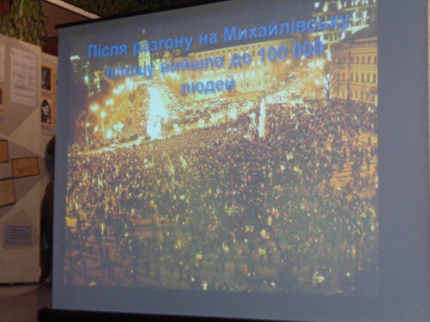 «…За Україну, за її волю, за честь, за славу, за народ» - в Красноармейском историческом музее по-новому взглянули на памятники (фото) - фото 5
