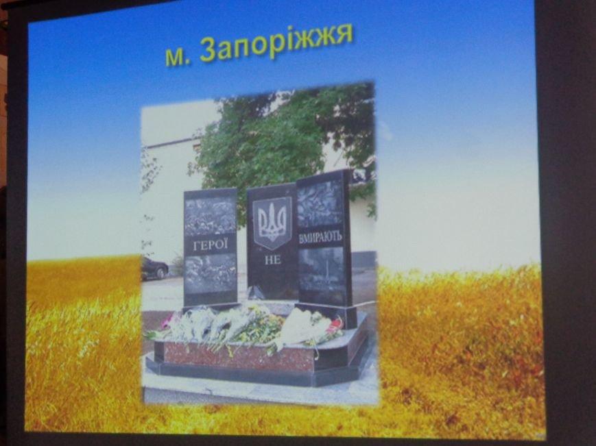 «…За Україну, за її волю, за честь, за славу, за народ» - в Красноармейском историческом музее по-новому взглянули на памятники (фото) - фото 12
