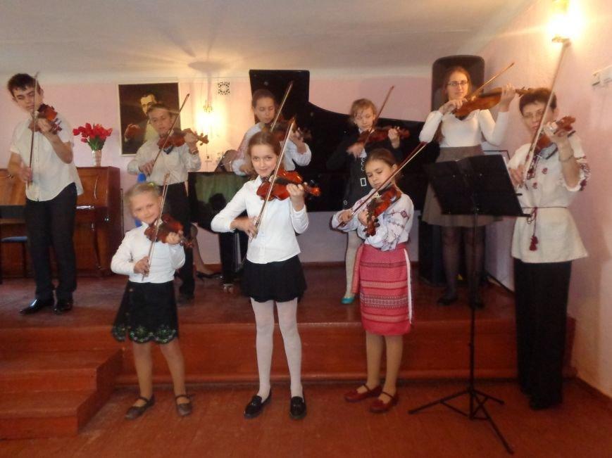 От украинского фольклора до Штрауса и Вивальди: в Красноармейской музыкальной школе прошёл отчётный концерт ансамблей оркестрового отдела (фото) - фото 4