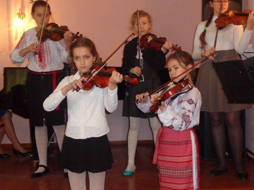 От украинского фольклора до Штрауса и Вивальди: в Красноармейской музыкальной школе прошёл отчётный концерт ансамблей оркестрового отдела (фото) - фото 14