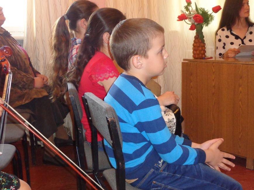 От украинского фольклора до Штрауса и Вивальди: в Красноармейской музыкальной школе прошёл отчётный концерт ансамблей оркестрового отдела (фото) - фото 15