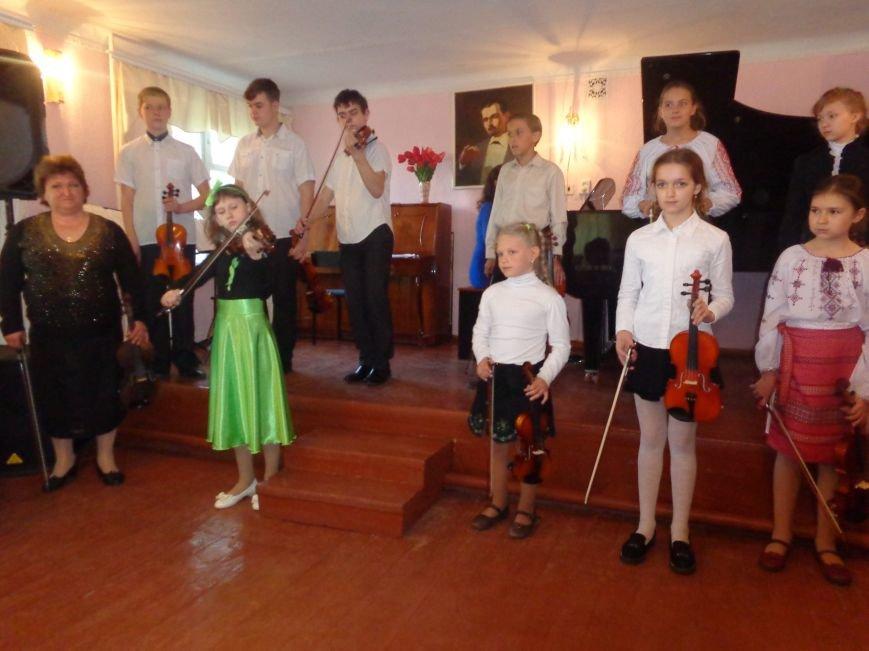 От украинского фольклора до Штрауса и Вивальди: в Красноармейской музыкальной школе прошёл отчётный концерт ансамблей оркестрового отдела (фото) - фото 2