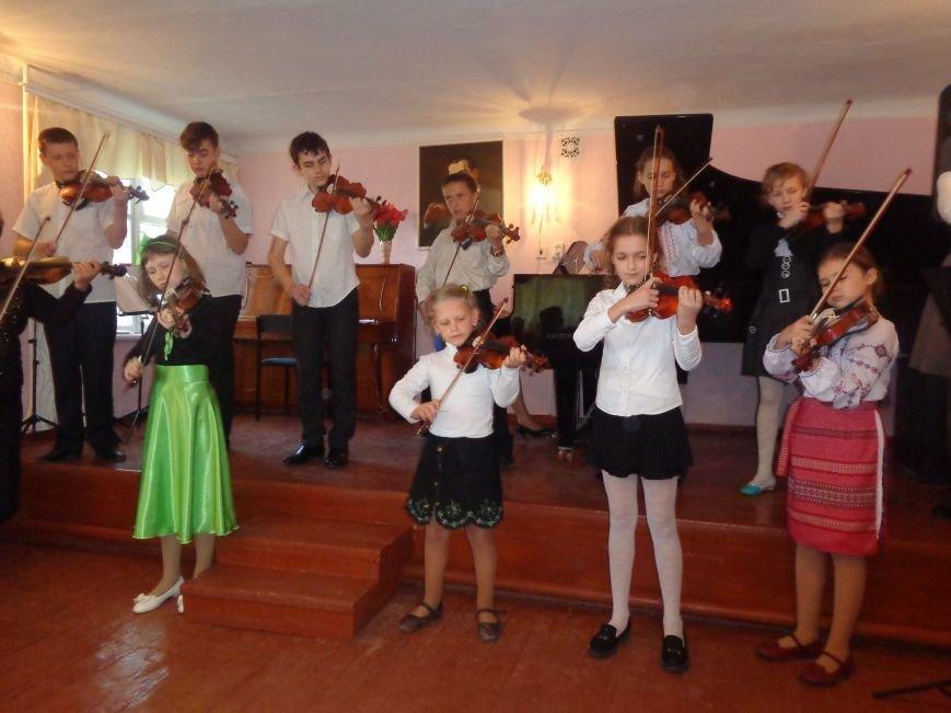 От украинского фольклора до Штрауса и Вивальди: в Красноармейской музыкальной школе прошёл отчётный концерт ансамблей оркестрового отдела (фото) - фото 6