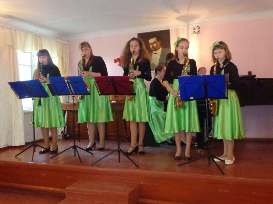 От украинского фольклора до Штрауса и Вивальди: в Красноармейской музыкальной школе прошёл отчётный концерт ансамблей оркестрового отдела (фото) - фото 8
