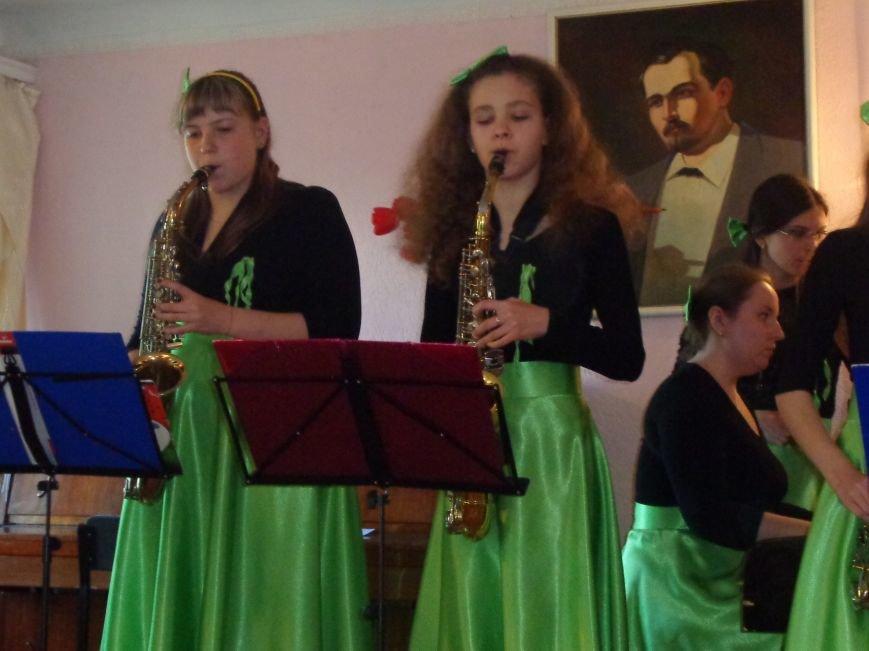 От украинского фольклора до Штрауса и Вивальди: в Красноармейской музыкальной школе прошёл отчётный концерт ансамблей оркестрового отдела (фото) - фото 10