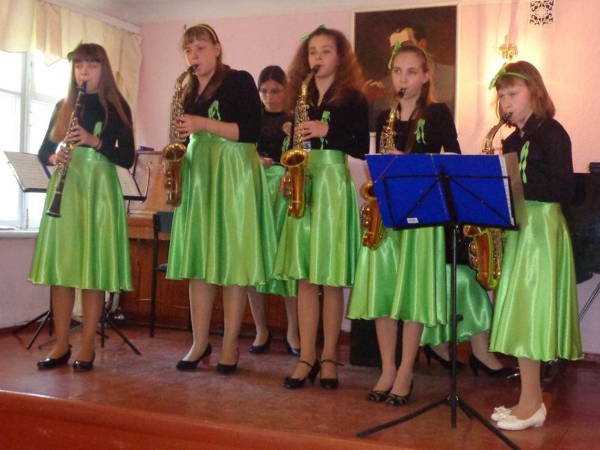 От украинского фольклора до Штрауса и Вивальди: в Красноармейской музыкальной школе прошёл отчётный концерт ансамблей оркестрового отдела (фото) - фото 17