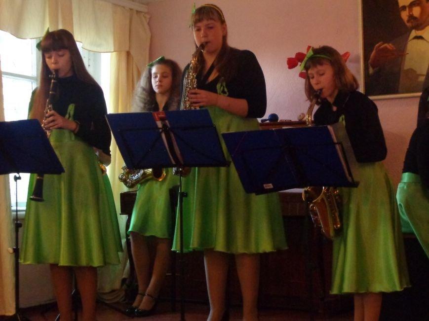 От украинского фольклора до Штрауса и Вивальди: в Красноармейской музыкальной школе прошёл отчётный концерт ансамблей оркестрового отдела (фото) - фото 18