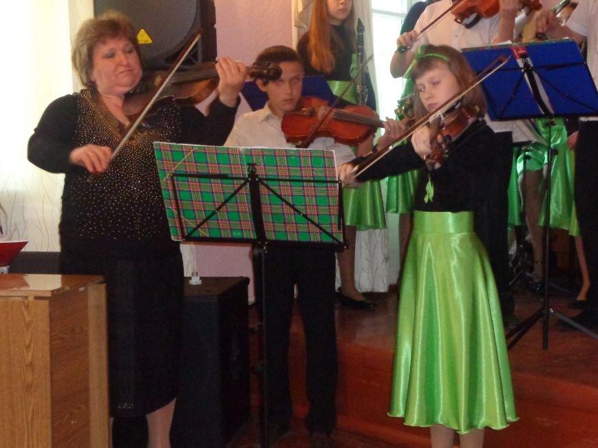 От украинского фольклора до Штрауса и Вивальди: в Красноармейской музыкальной школе прошёл отчётный концерт ансамблей оркестрового отдела (фото) - фото 19