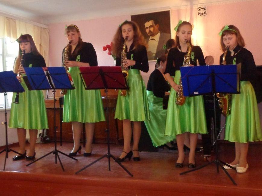 От украинского фольклора до Штрауса и Вивальди: в Красноармейской музыкальной школе прошёл отчётный концерт ансамблей оркестрового отдела (фото) - фото 9