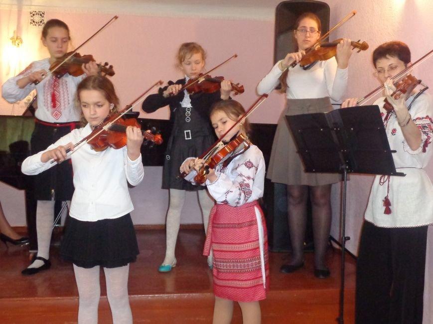 От украинского фольклора до Штрауса и Вивальди: в Красноармейской музыкальной школе прошёл отчётный концерт ансамблей оркестрового отдела (фото) - фото 12