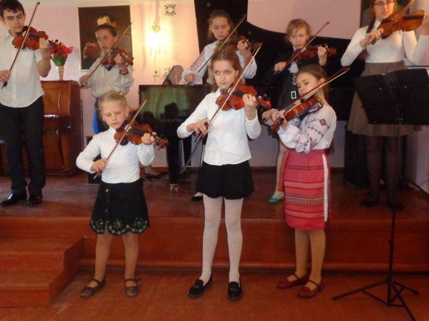 От украинского фольклора до Штрауса и Вивальди: в Красноармейской музыкальной школе прошёл отчётный концерт ансамблей оркестрового отдела (фото) - фото 7