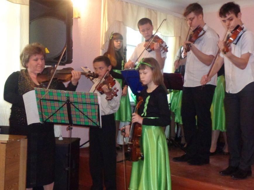 От украинского фольклора до Штрауса и Вивальди: в Красноармейской музыкальной школе прошёл отчётный концерт ансамблей оркестрового отдела (фото) - фото 11