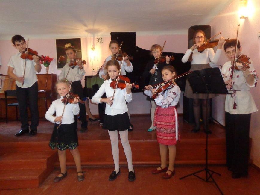 От украинского фольклора до Штрауса и Вивальди: в Красноармейской музыкальной школе прошёл отчётный концерт ансамблей оркестрового отдела (фото) - фото 5