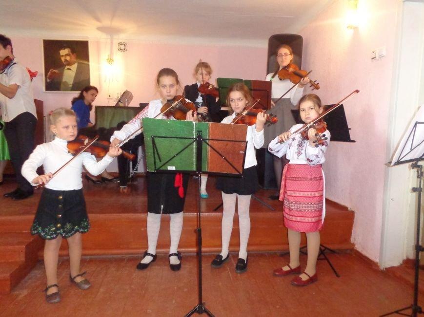 От украинского фольклора до Штрауса и Вивальди: в Красноармейской музыкальной школе прошёл отчётный концерт ансамблей оркестрового отдела (фото) - фото 20
