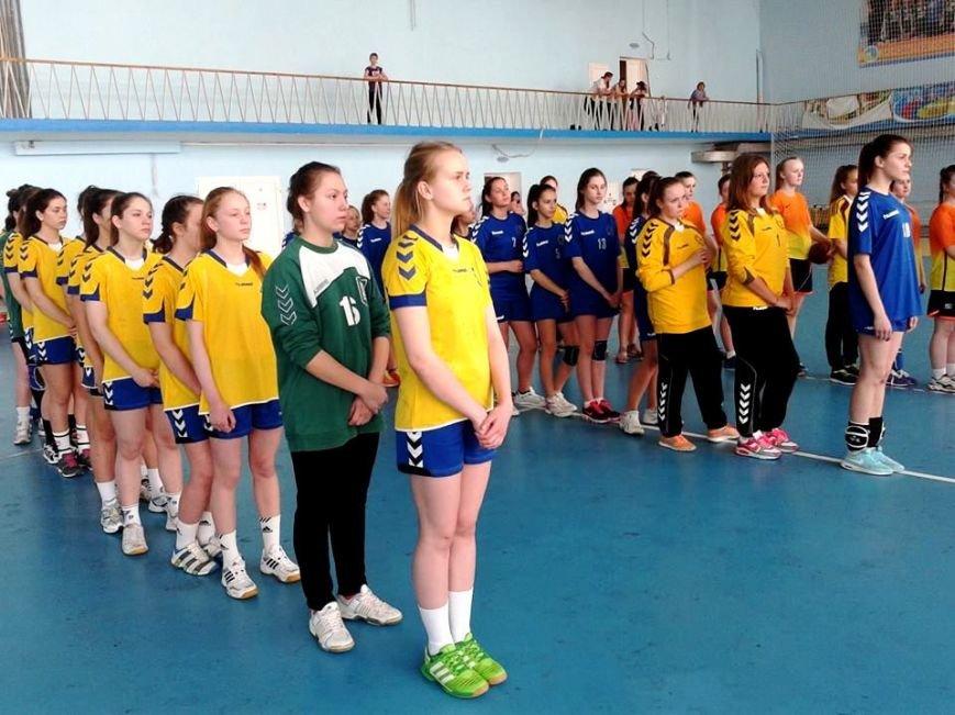В Херсоне стартовали соревнования по гандболу среди девушек Юга Украины (фото) (фото) - фото 1
