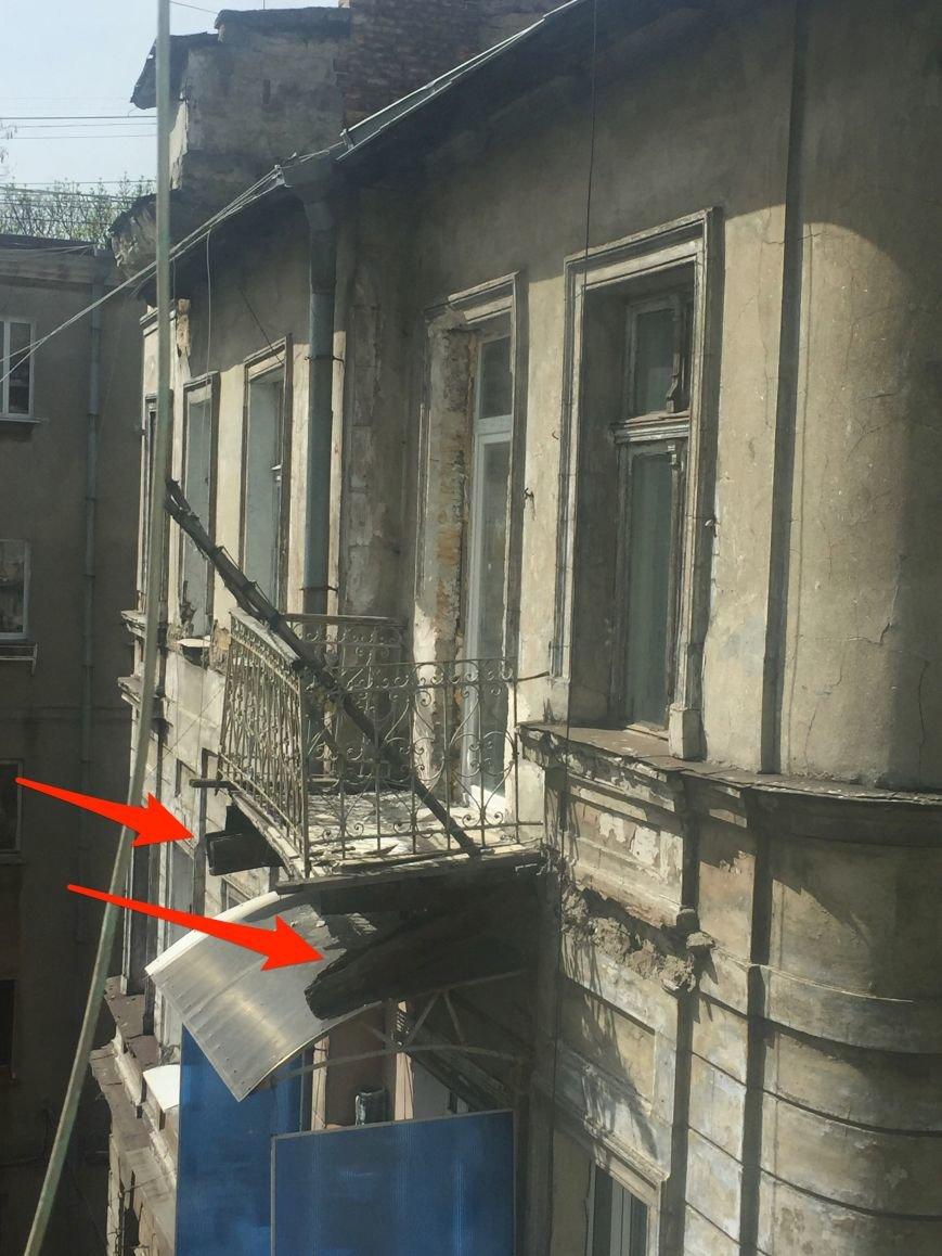 140c2df4a5dff6c99d3abb79135cae0e В центре Одессы вот-вот рухнет еще один балкон
