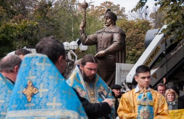 В Полтаве презентовали 2,5-тонный памятник Ивану Мазепе (ФОТО), фото-2