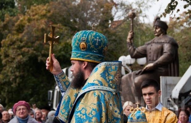 В Полтаве презентовали 2,5-тонный памятник Ивану Мазепе (ФОТО), фото-1