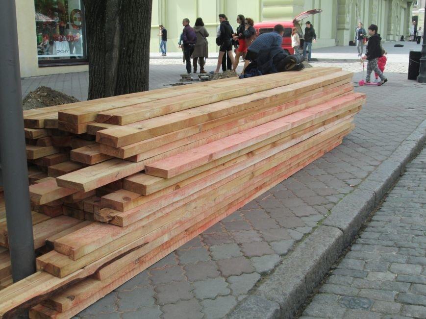 daba0d878d23f8ece2fae93bcdde103b Рабочие не знают, зачем они роют ямы в центре Одессы