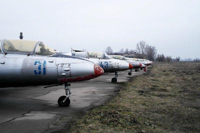 Зона отчуждения: Мертвый военный городок и кладбище самолетов под Днепропетровском (ФОТО) (фото) - фото 31